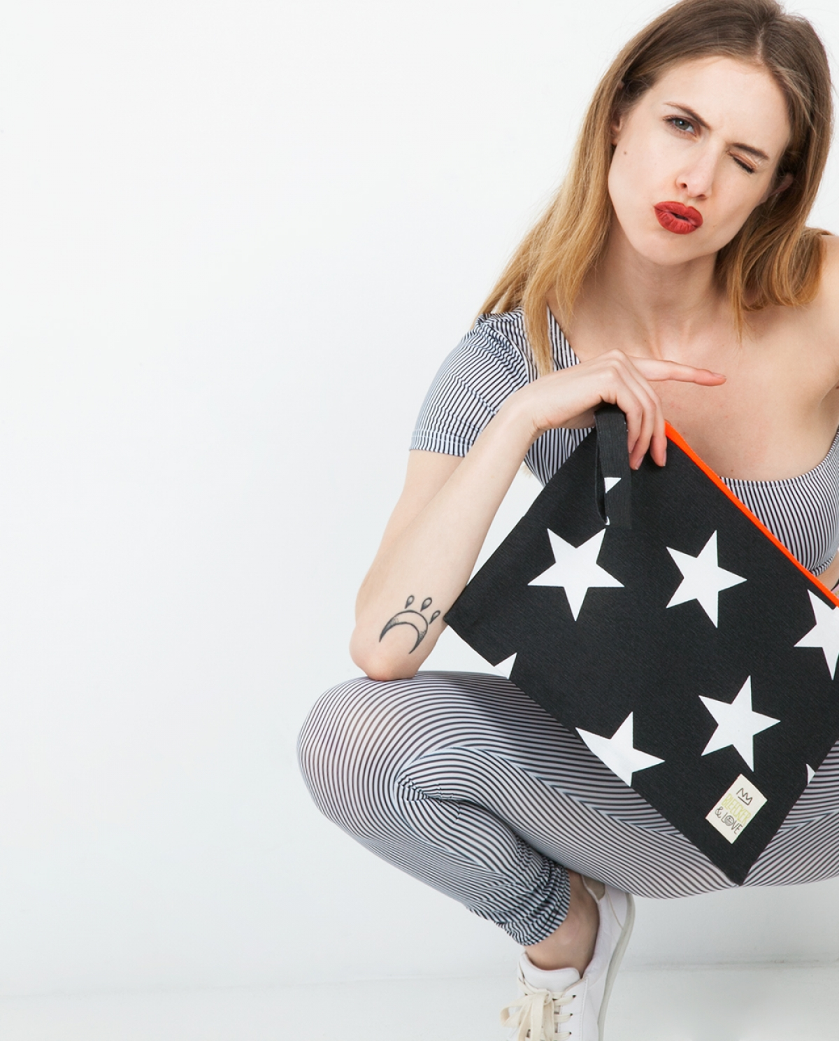 Dark Grey Stars Medium Clutch