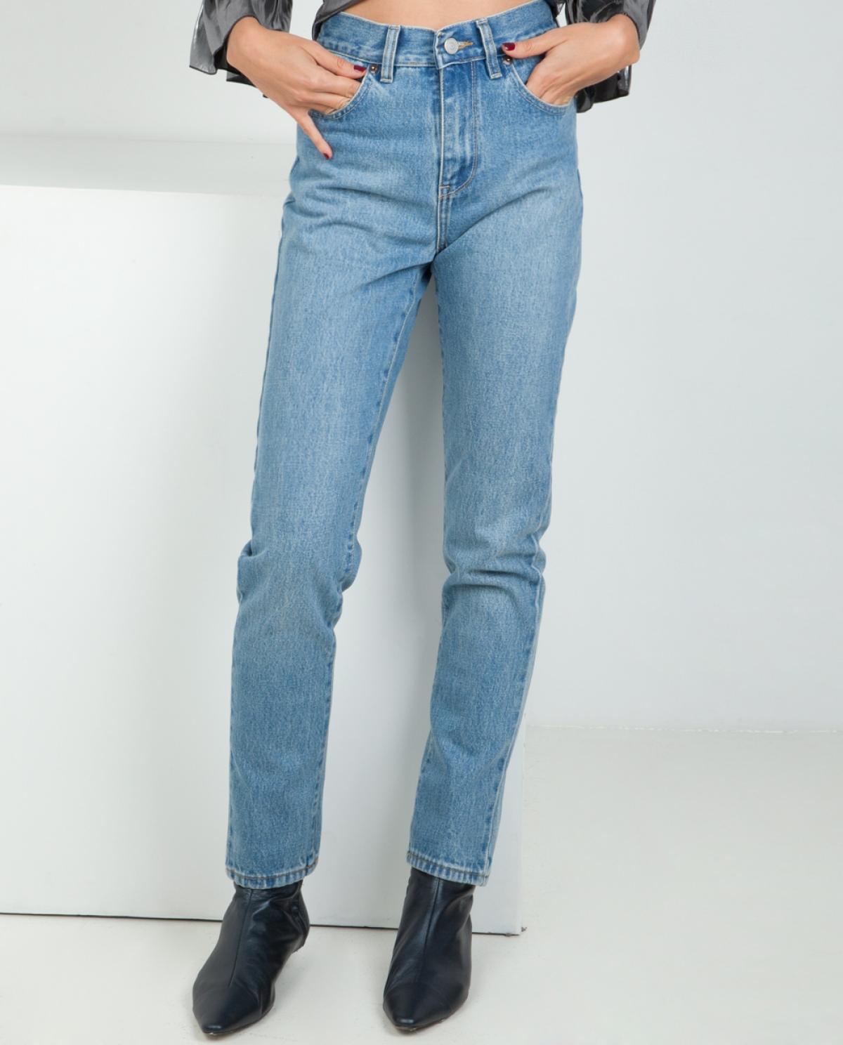 Joan Slim Boyfriend Jeans