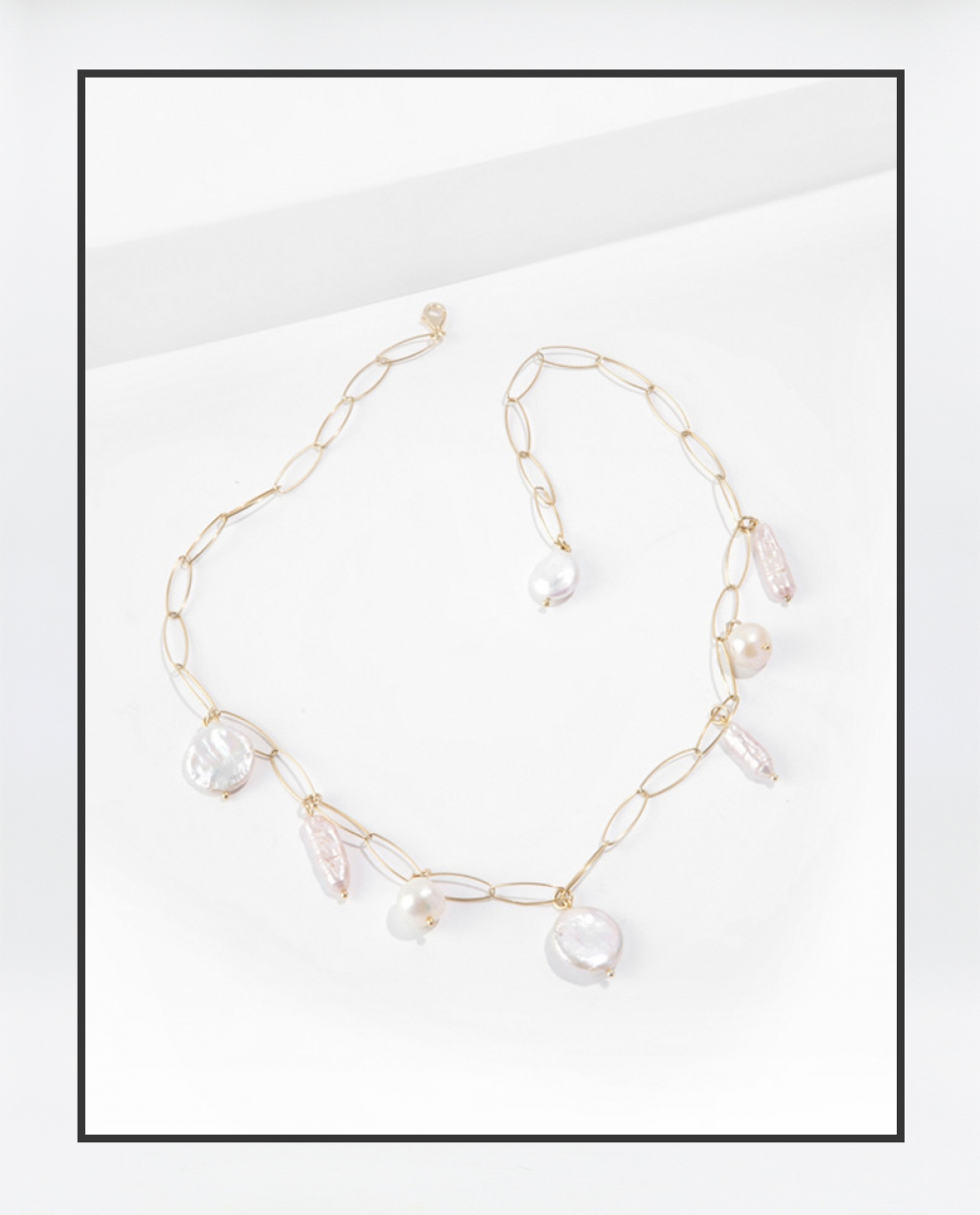 PLAKA Pearl Necklace